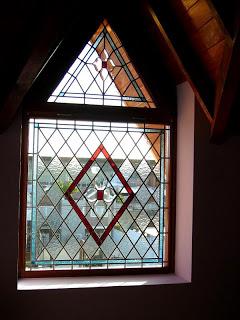 ventana bisel y rombos