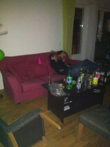 Fest, somna i soffan