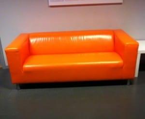 orange soffa på friskis & svettis gym