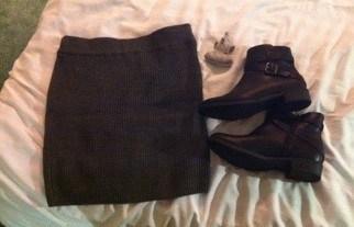 Stickad kjol och nya skor, kängor