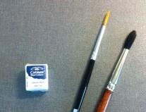 Vit akvarellfärg, chinese white, och två penslar
