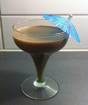 Drink med choklad, creme de menthe och paraply
