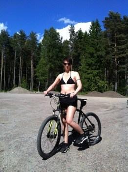 Arga Klara på cykel