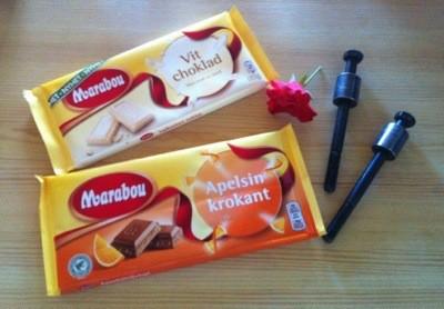Fick presenter på min namnsdag, två chokladkakor, en blomma och två skruvar med distans!