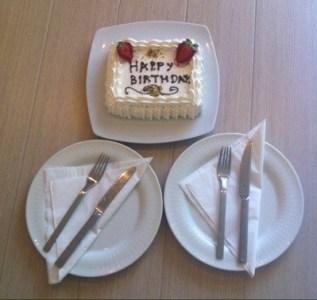 Tårta på rummet! Syrrans födelsedag.