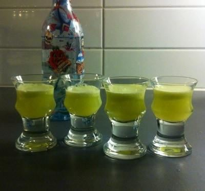 Lökshots, nypressad juice från lök och vodka. Fest