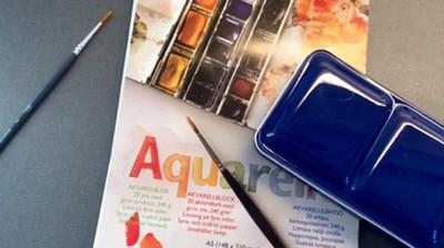 Akvarellset, färger och pensel. Har fått en idé! Att skapa.