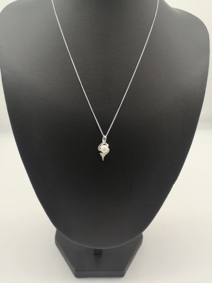 925 silver pearl and cz pendant on jewellery stand