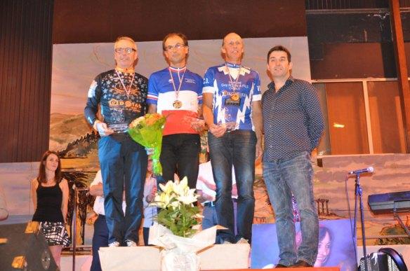 Podium : Jean-Louis Queille avec le maillot tricolore.