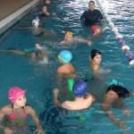 O nouă serie de cursuri gratuite de înot pentru elevii din Mioveni