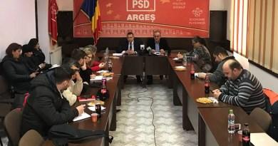 Un deputat și un secretar de stat la conferinta săptămânală PSD Argeș