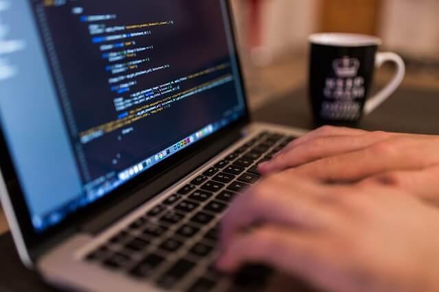 メールの返信を楽にする、メールフォームと自動返信機能