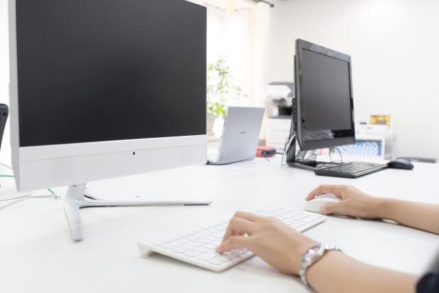 大量にやって来るメール処理に時間を取られているセミナー講師には「セミナー事務局代行」という選択肢があります