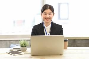 経理処理を事務代行サービスに依頼するメリットと、依頼する際の注意点