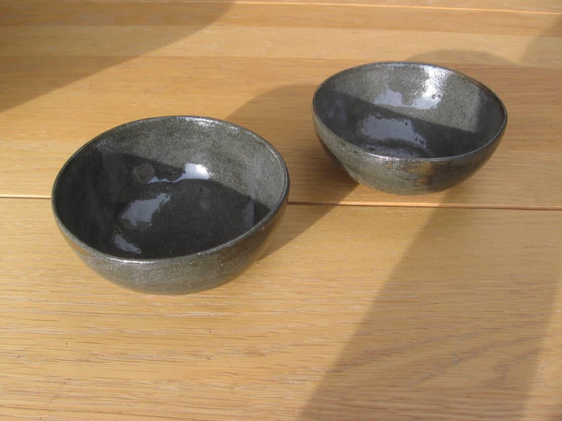 Coupes en grès vert bronze