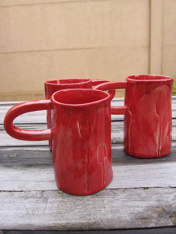 Mugs en faïence rouges