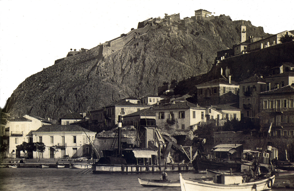 Ναύπλιο δεκαετία 1930 ( Αρχείο: Αργολική Αρχειακή Βιβλιοθήκη ).