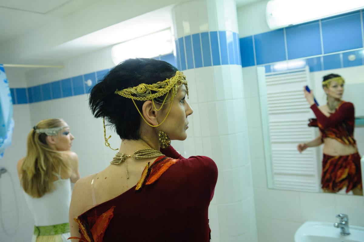 Acrobats and Dancer - Argolla Circus Show - 5th Element