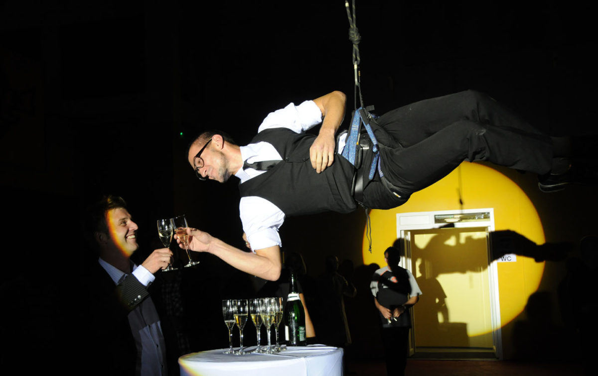 Aerial Champagne Bartenders - Acrobats and Guests - Event Show Argolla