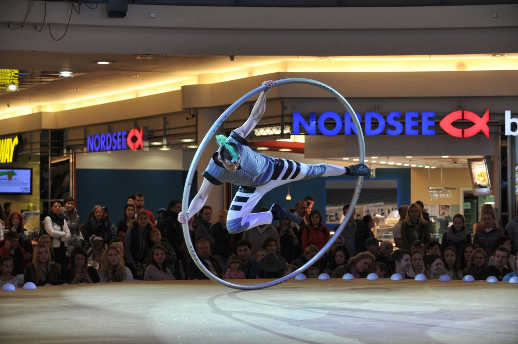 Acrobatic show on Cyr Wheel - shopping mall event Vankovka - Argolla productions