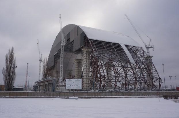 Ny atomsarkofag under bygging i Tsjernobyl.