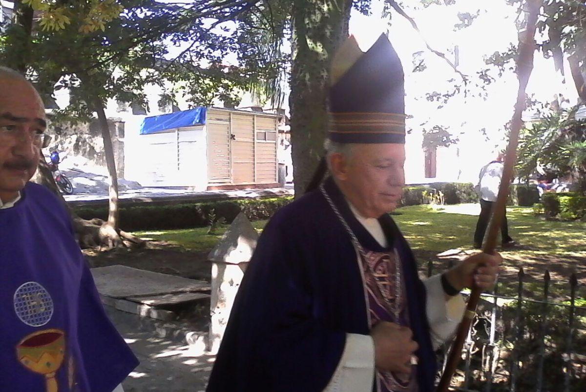 Obispo de Morelos se hizo millonario con las limosnas de los creyentes, vendía hasta el agua bendita.