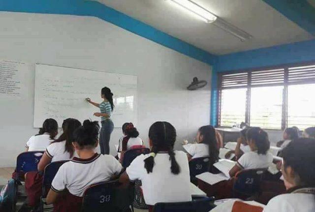 Alumno le toma fotos al trasero de su maestra y recibe insólito castigo