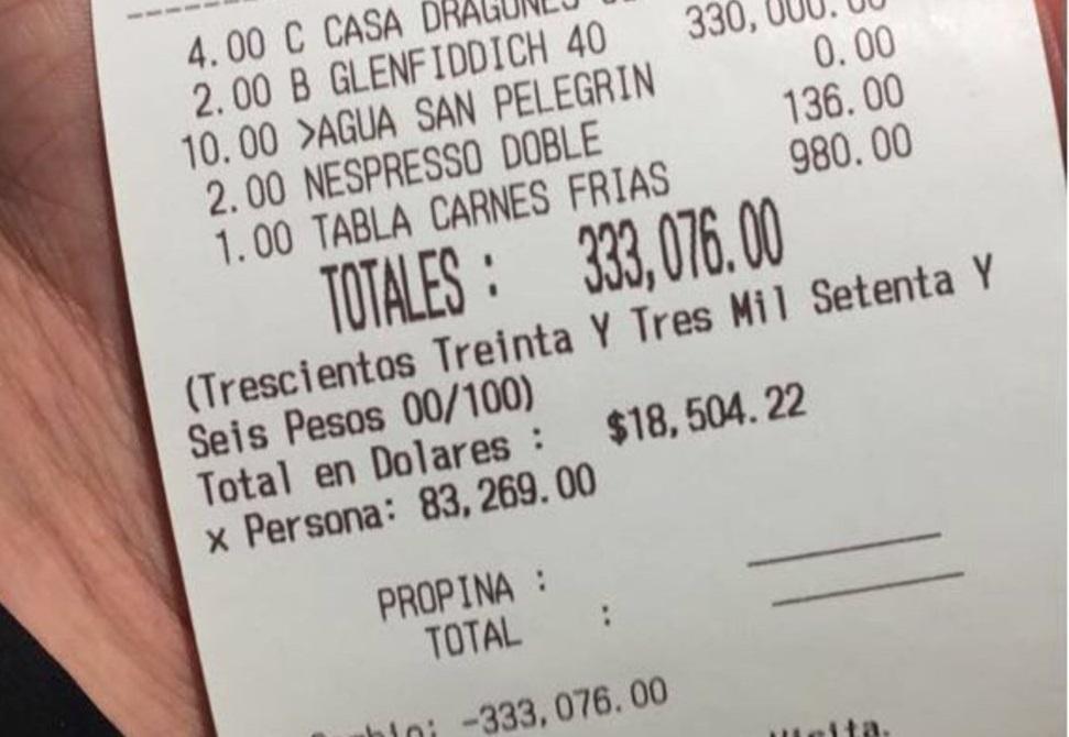 Gastan más de 300 mil pesos en dos botellas de whisky en un bar de Nuevo León