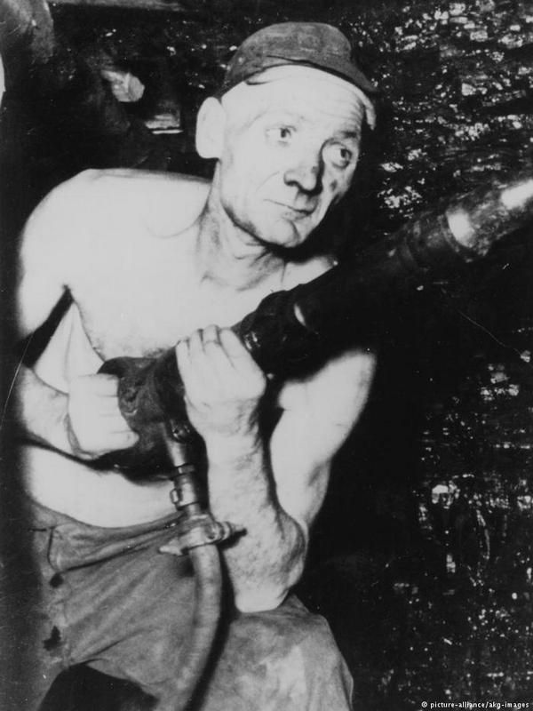 Адольф Хеннеке: битва за уголь. Официальная фотография
