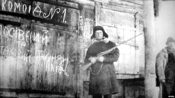 Фото:  Труженик колхоза из села Ольшана Харьковской области комсомолец Гончаренк