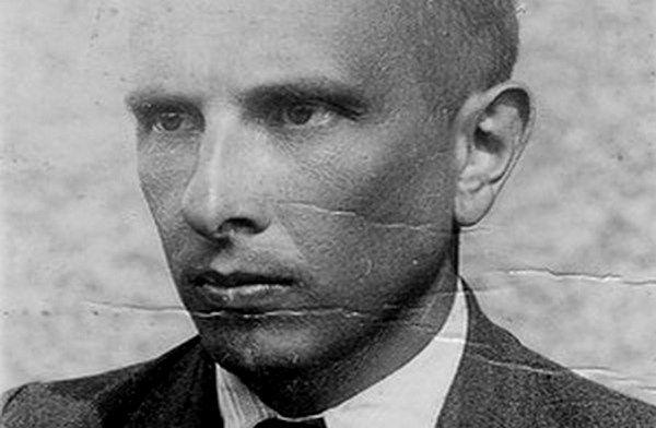 Фото:  Фото Бандери з посвідчення особи 1946 року. Джерело: Архів Центру дослідж
