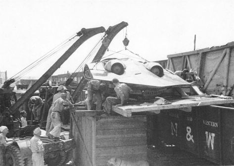 Horten Ho 229 V3 being unloaded from a train in 1945. (Credits: Wikipedia)