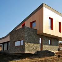 Casa moderna pe teren in panta