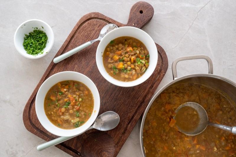 receita de sopa de lentilha fácil para a familia