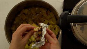 como fazer alho assado no forno