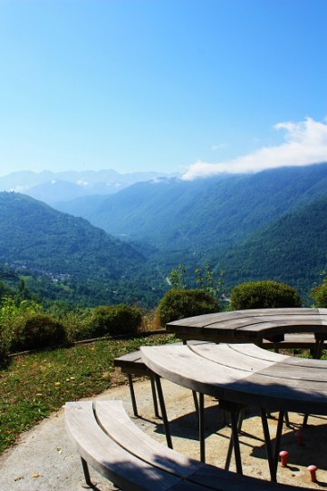 Picnic table with VIEW S