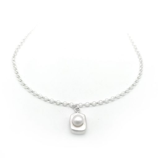 Stepping Stone Silver Pearl Necklace White
