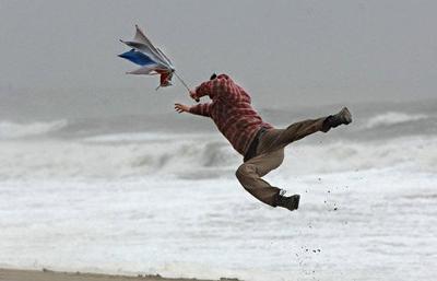 台風でも暴風雨でもかかってこい。最強の雨傘【ブラント(BLUNT)】