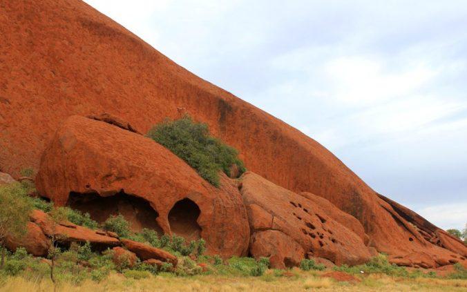 A cave in Uluru.