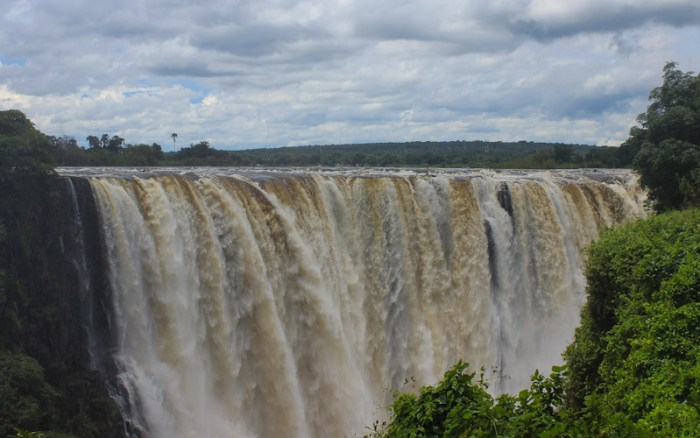 Visiting Victoria Falls in March/February.