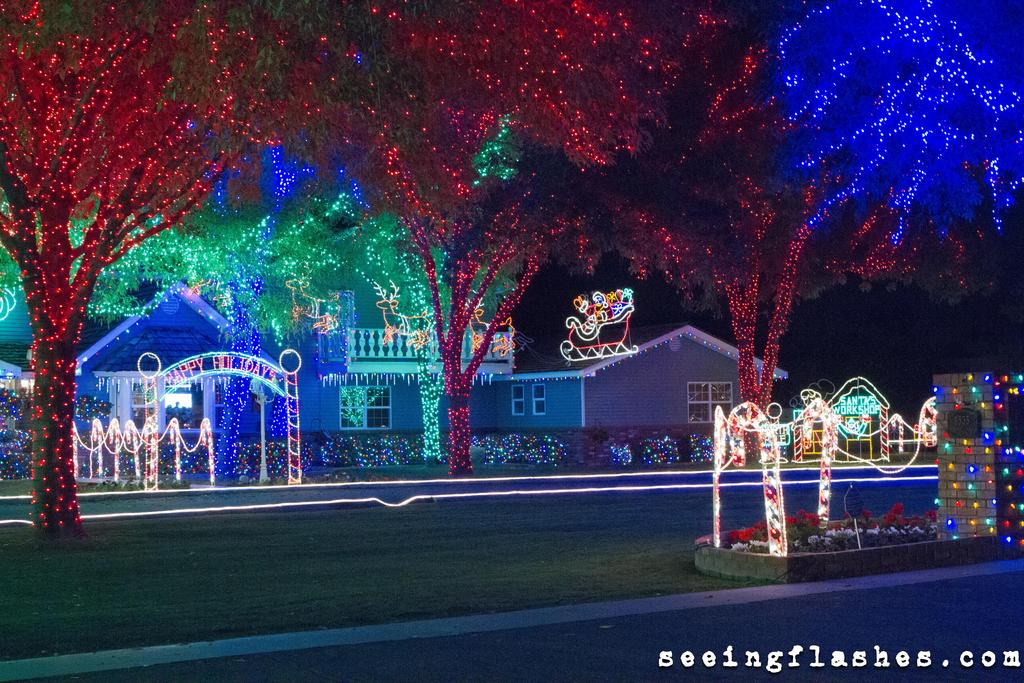 2) Super Awesome Christmas Light Pictures.