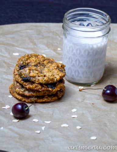 Peanut Butter Oatmeal Cookies with Dark Chocolate, Cherries & Coconut #vegan #glutenfree