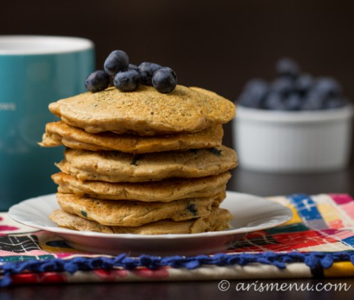 Whole Wheat Blueberry Pancakes #vegan via arismenu.com