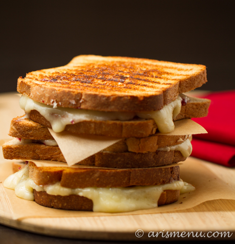 Drink & Dish: Red, White & Blue Grilled Cheese