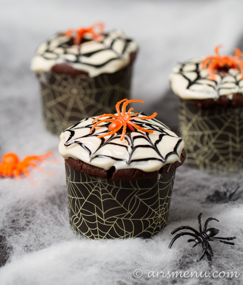 Drink & Dish: Spider Web Cupcakes