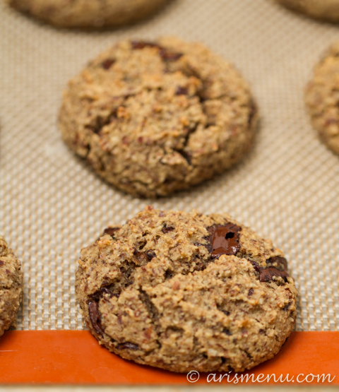 Eggnog Dark Chocolate Chunk Almond Meal Cookies {vegan + gluten-free}