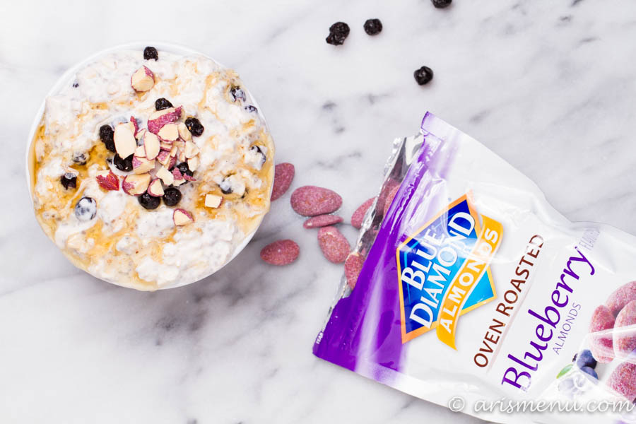 Blueberry Almond Overnight Oats: A creamy, healthy, protein-packed breakfast loaded with flavor and ready for you when you wake up! Take the prep work out of your morning and start your day off right.