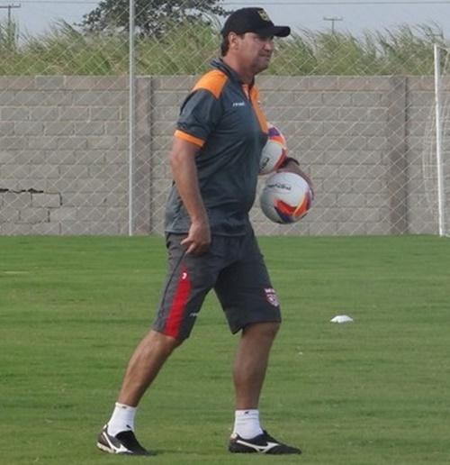 Com a expulsão de Mazola Júnior, Brigatti será o técnico do CRB no próximo sábado (Foto: globoesporte.globo.com)