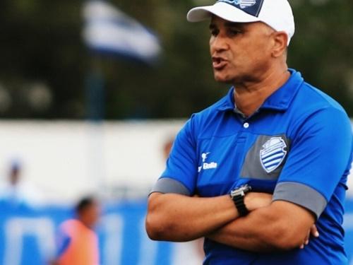 Oliveira Canindé só vai definir o time azulino no treino final de sábado pela manhã (Foto: AILTON CRUZ)