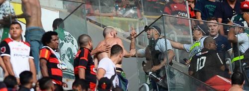 A confusão foi grande no jogo Flamengo e Palmeiras, no Mané Garrincha( Foto: Andressa Anholete)